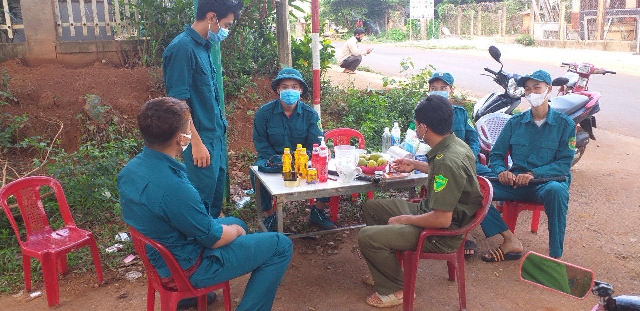 Đắk Lắk: Hàng trăm người phải cách ly vì ca dương tính SARS-CoV-2 thứ 4, phong tỏa hàng loạt địa điểm - Ảnh 1.