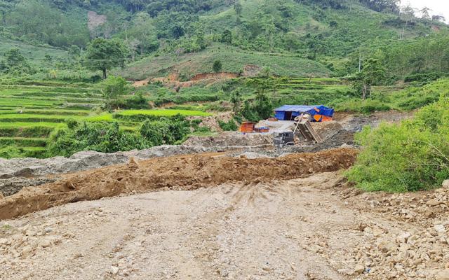Quảng Ngãi: Chưa đền bù đất cho dân, đơn vị thi công đã ủi phá làm dự án thủy điện?
