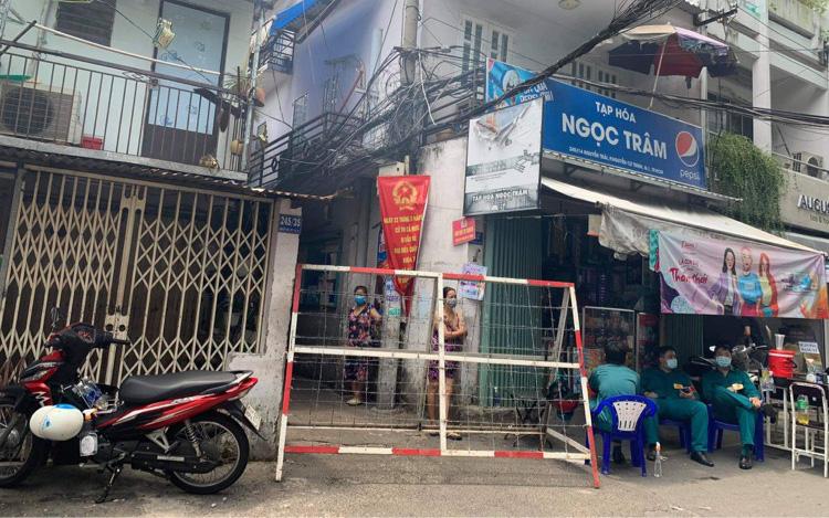 TP.HCM: Phong tỏa một con hẻm trong khu mả Lạng vì có ca dương tính SARS-CoV-2