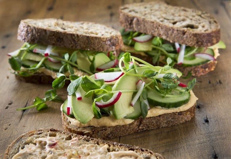 Cách làm bánh mì đen giòn ngon bổ dưỡng như đồ nhập khẩu tại nhà - Ảnh 12.