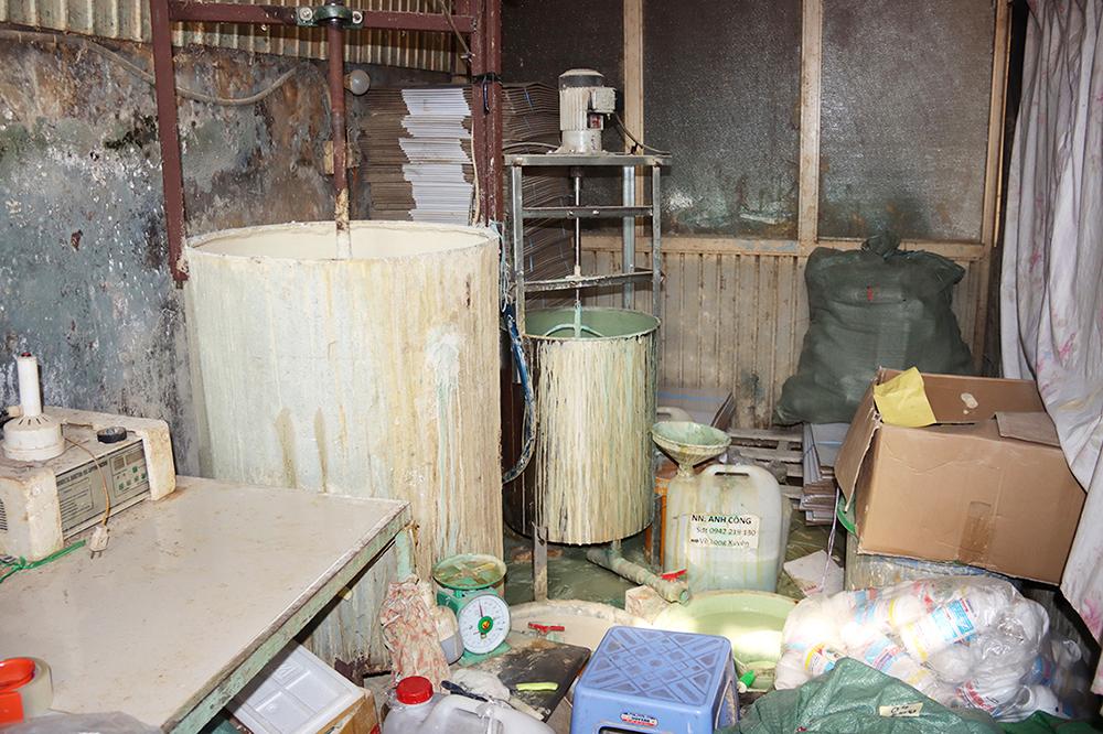 An Giang: Bắt quả tang giám đốc công ty sản xuất thuốc bảo vệ thực vật dỏm - Ảnh 4.