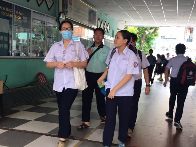 Sở GD-ĐT TP.HCM đề xuất học sinh dừng đến trường từ 10/5 - Ảnh 1.