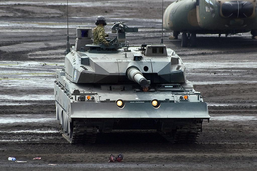 Type-10 của Nhật Bản được giới quân sự đánh giá là một trong những xe tăng hàng đầu thế giới khi xét trên ba tiêu chí về hỏa lực mạnh, độ cứng của giáp và sự cơ động trên chiến trường.