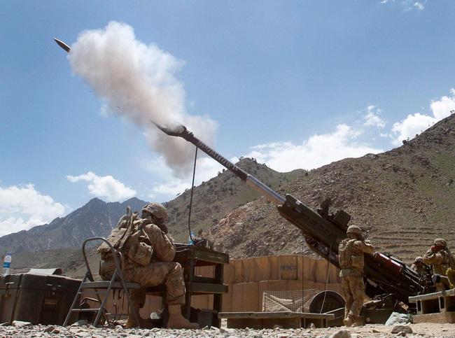 """Siêu pháo tầm xa 1000 dặm: Khẩu pháo """"đỉnh cao"""" nhất mọi thời đại khi có thể bắn chính xác mục tiêu ở độ xa không tưởng 1.000 dặm (hơn 1600 km) sử dụng đạn pháo thông minh siêu thanh tích hợp hệ thống công nghệ cao đột phá hiện nay của Mỹ."""