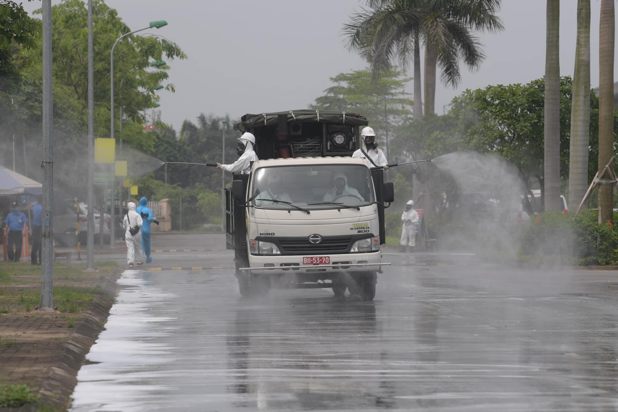 Quân đội tổng lực khử khuẩn Bệnh viện Nhiệt đới Trung ương cơ sở 2 nơi phát hiện 42 ca nhiễm Covid-19 - Ảnh 3.