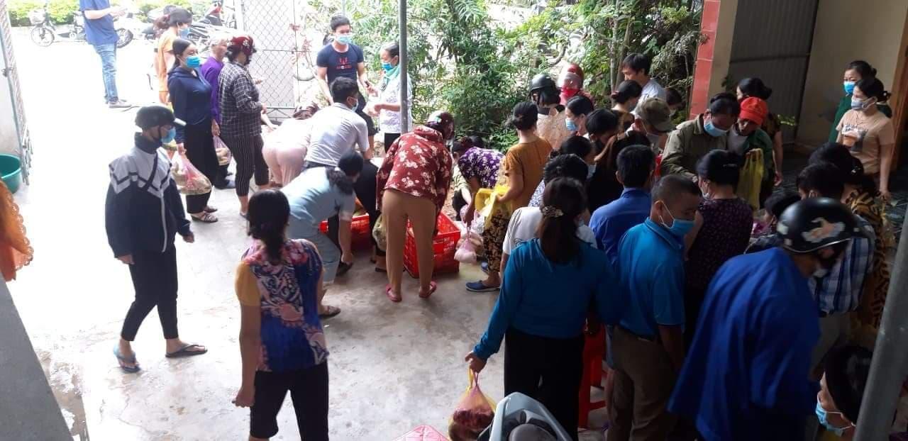 Hà Tĩnh: Người dân chung tay giải cứu 150 mâm cỗ cho cặp đôi hoãn đám cưới vì dịch Covid - 19 - Ảnh 3.