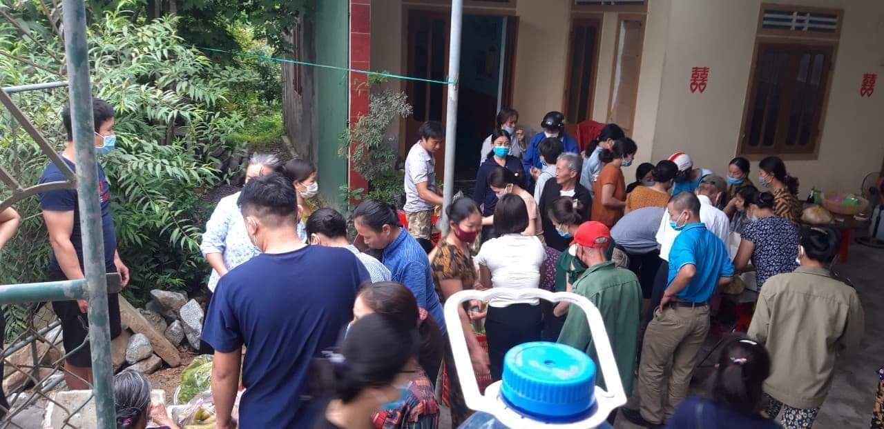 Hà Tĩnh: Người dân chung tay giải cứu 150 mâm cỗ cho cặp đôi hoãn đám cưới vì dịch Covid - 19 - Ảnh 4.