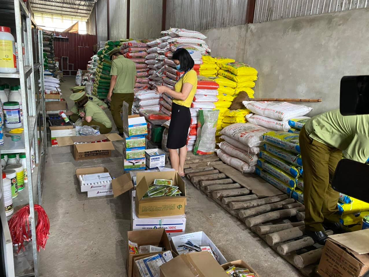 Hà Giang: Gần 4.000 sản phẩm thuốc bảo vệ thực vật hết hạn sử dụng bị phát hiện - Ảnh 1.