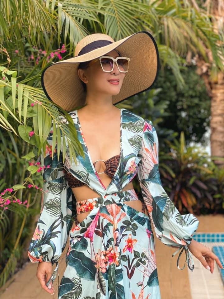 """Sao Việt 6/5: MC Kỳ Duyên thấy """"động trời"""" khi Phi Nhung hiếm hoi mặc bikini quyến rũ - Ảnh 4."""