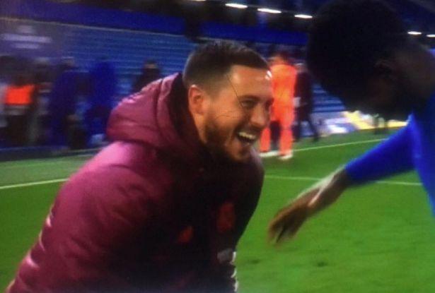 Hazard cười thả ga với đồng đội cũ.