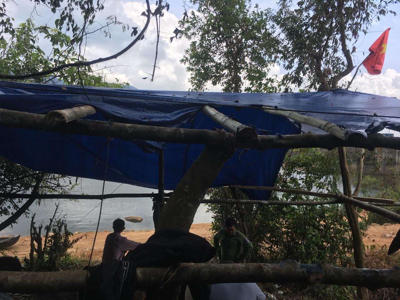 Bình Định: Cán bộ bất ngờ bị đánh, lán trại bảo vệ rừng cũng bị đốt cháy - Ảnh 1.