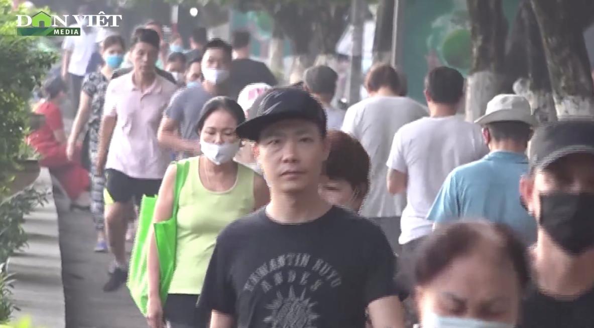 Ngay hồ Gươm người dân còn lơ là, Chủ tịch Hà Nội chỉ đạo xử lý nghiêm vi phạm phòng dịch Covid-19 - Ảnh 3.