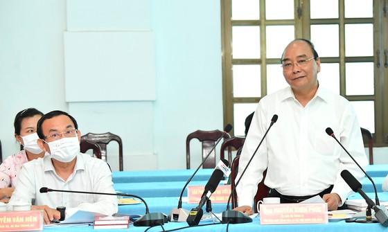 Chủ tịch nước Nguyễn Xuân Phúc gặp gỡ người dân Củ Chi trước kỳ tiếp xúc ĐBQH - Ảnh 1.