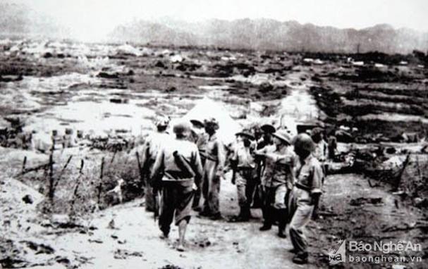 Đại tướng Võ Nguyên Giáp và những khoảnh khắc lịch sử ở Điện Biên Phủ - Ảnh 8.