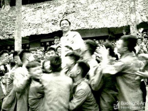 Đại tướng Võ Nguyên Giáp và những khoảnh khắc lịch sử ở Điện Biên Phủ - Ảnh 9.