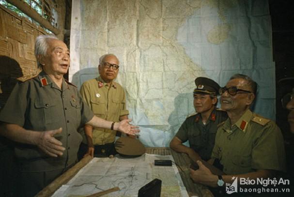 Đại tướng Võ Nguyên Giáp và những khoảnh khắc lịch sử ở Điện Biên Phủ - Ảnh 13.