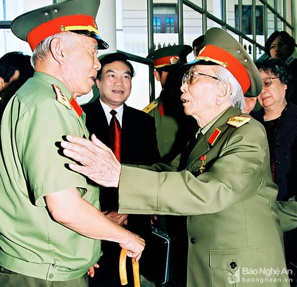 Đại tướng Võ Nguyên Giáp và những khoảnh khắc lịch sử ở Điện Biên Phủ - Ảnh 16.