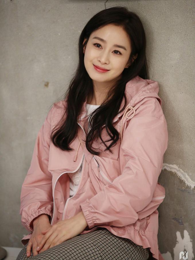 Kim Tae Hee rạng rỡ, tươi tắn không ngờ ở tuổi 41 - Ảnh 7.