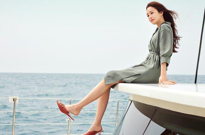 Kim Tae Hee rạng rỡ, tươi tắn không ngờ ở tuổi 41 - Ảnh 2.
