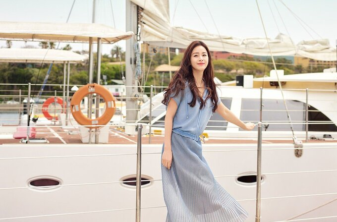 Kim Tae Hee rạng rỡ, tươi tắn không ngờ ở tuổi 41 - Ảnh 4.