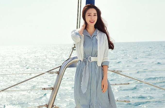 Kim Tae Hee rạng rỡ, tươi tắn không ngờ ở tuổi 41 - Ảnh 1.