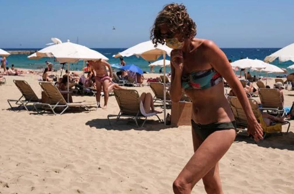 Tây Ban Nha mở cửa du lịch quốc tế nhưng yêu cầu bắt buộc du khách đeo khẩu trang tại các bãi biển - Ảnh 1.
