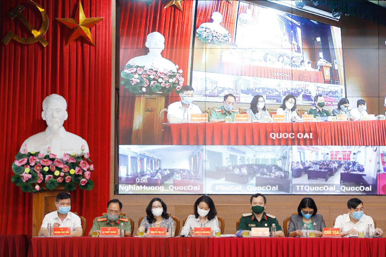 Cử tri Hà Nội chia sẻ với người ứng cử đại biểu Quốc hội khóa XV việc dân không muốn ăn gà mình nuôi - Ảnh 1.