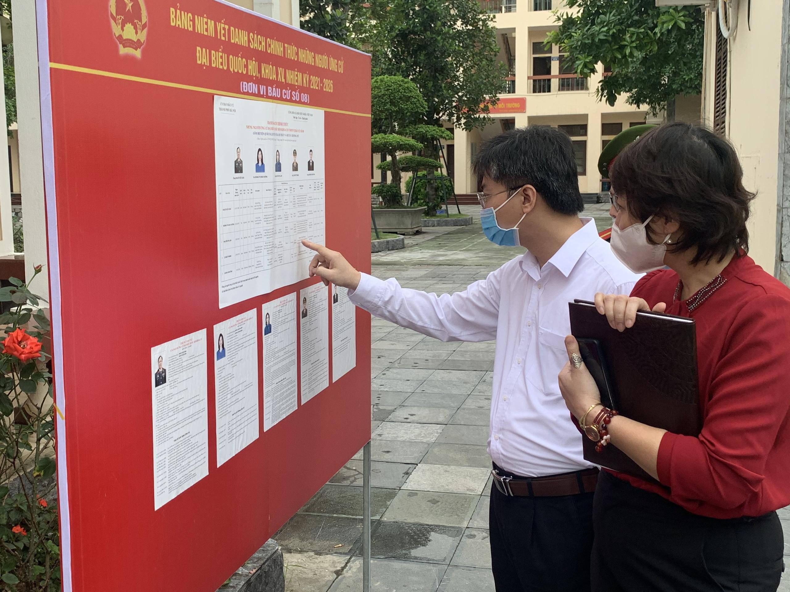 Cử tri Hà Nội chia sẻ với người ứng cử đại biểu Quốc hội khóa XV việc dân không muốn ăn gà mình nuôi - Ảnh 3.