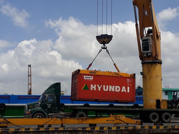 Phòng vệ thương mại bủa vây doanh nghiệp xuất khẩu Việt - Ảnh 1.