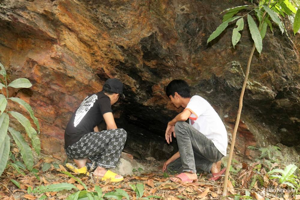 Nghệ An: Khối đá linh thiêng với dấu chân khổng lồ gắn liền với những câu chuyện huyền bí - Ảnh 7.