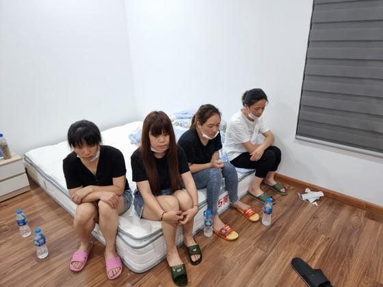 Bắt tạm giam với đối tượng tổ chức cho người khác ở lại Việt Nam trái phép - Ảnh 1.