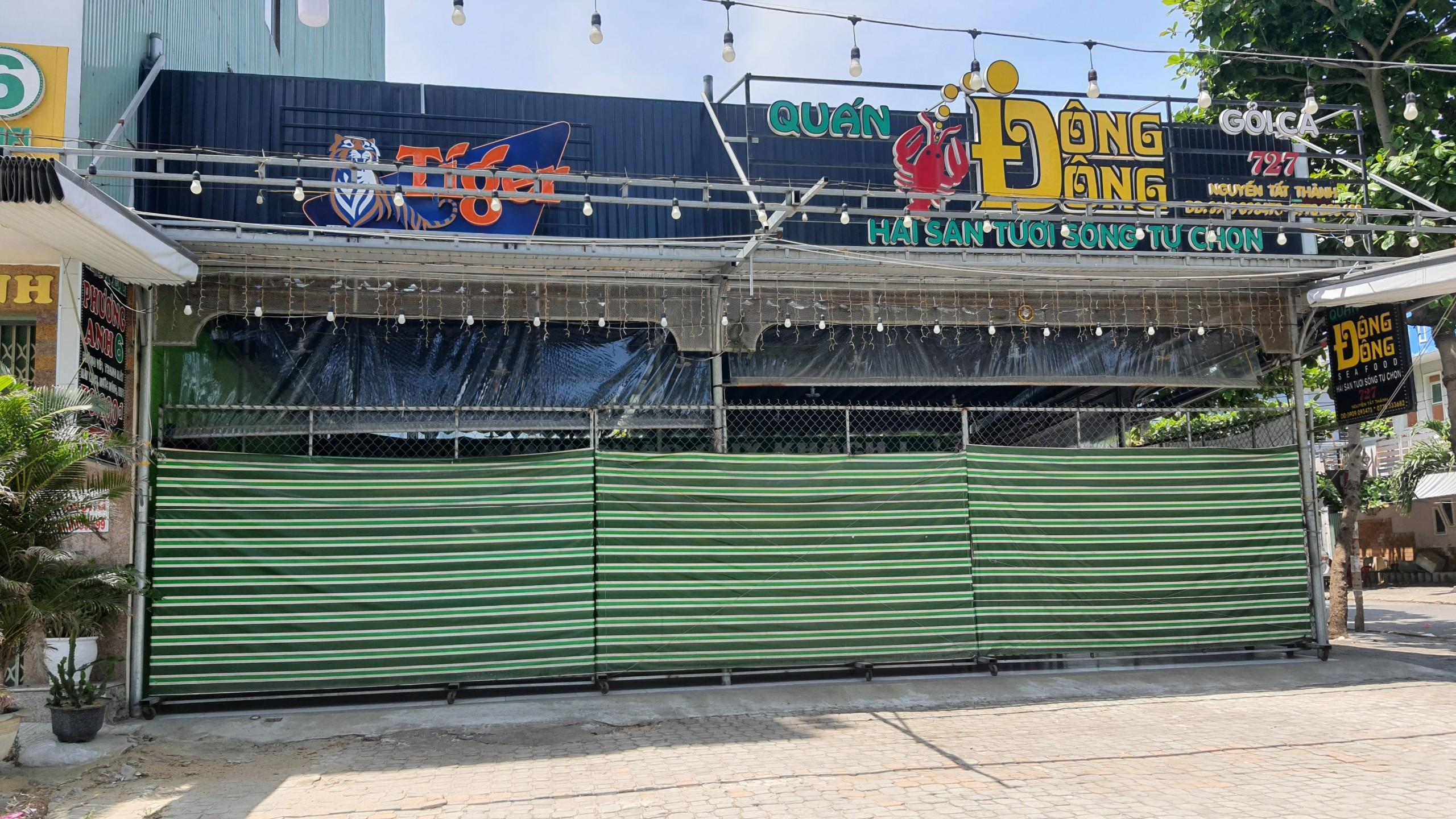Đà Nẵng: Hàng quán nghiêm chỉnh treo bảng bán mang về, thậm chí đóng cửa để phòng chống dịch Covid-19 - Ảnh 2.