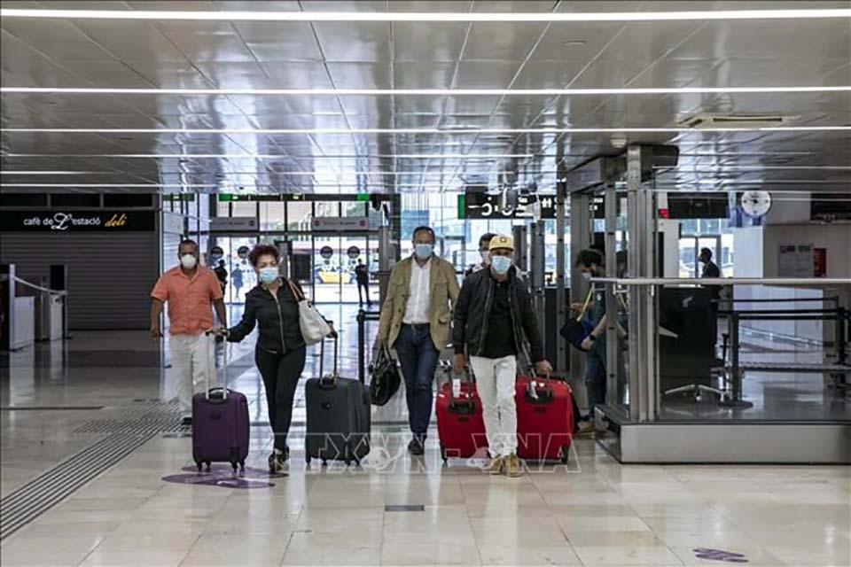 Liên minh Châu Âu lên kế hoạch mở cửa mùa hè cho khách du lịch đã tiêm chủng. - Ảnh 1.