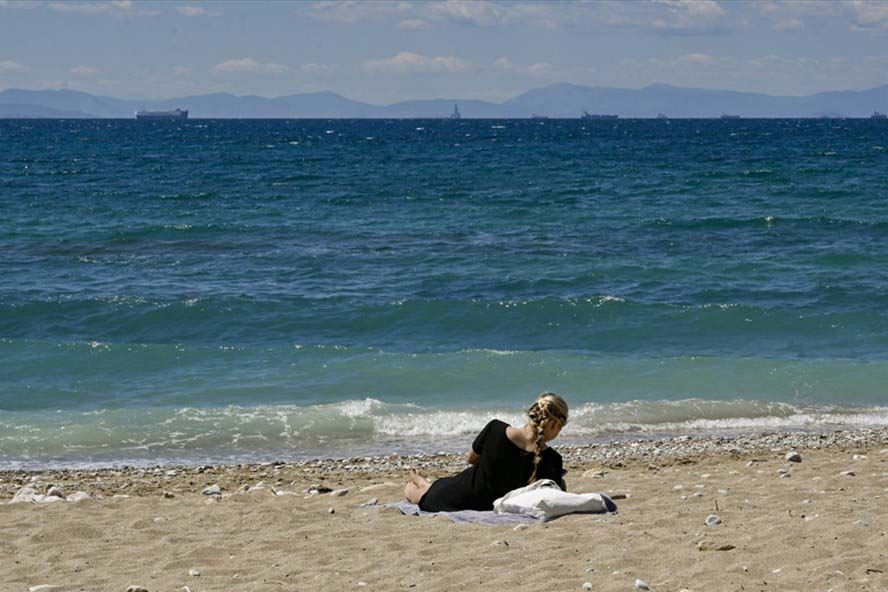 Liên minh Châu Âu lên kế hoạch mở cửa mùa hè cho khách du lịch đã tiêm chủng. - Ảnh 4.