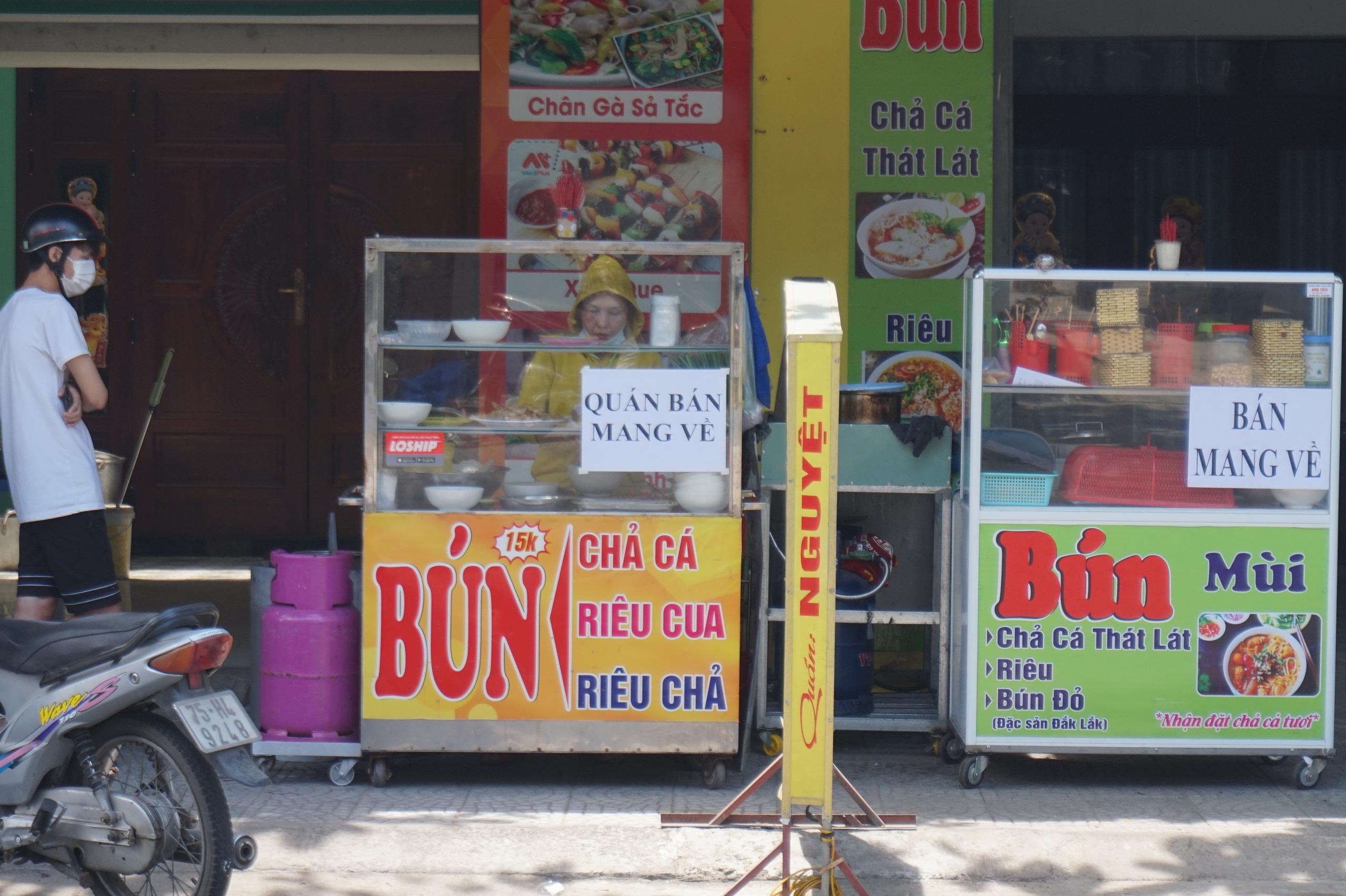 Đà Nẵng: Hàng quán nghiêm chỉnh treo bảng bán mang về, thậm chí đóng cửa để phòng chống dịch Covid-19 - Ảnh 4.