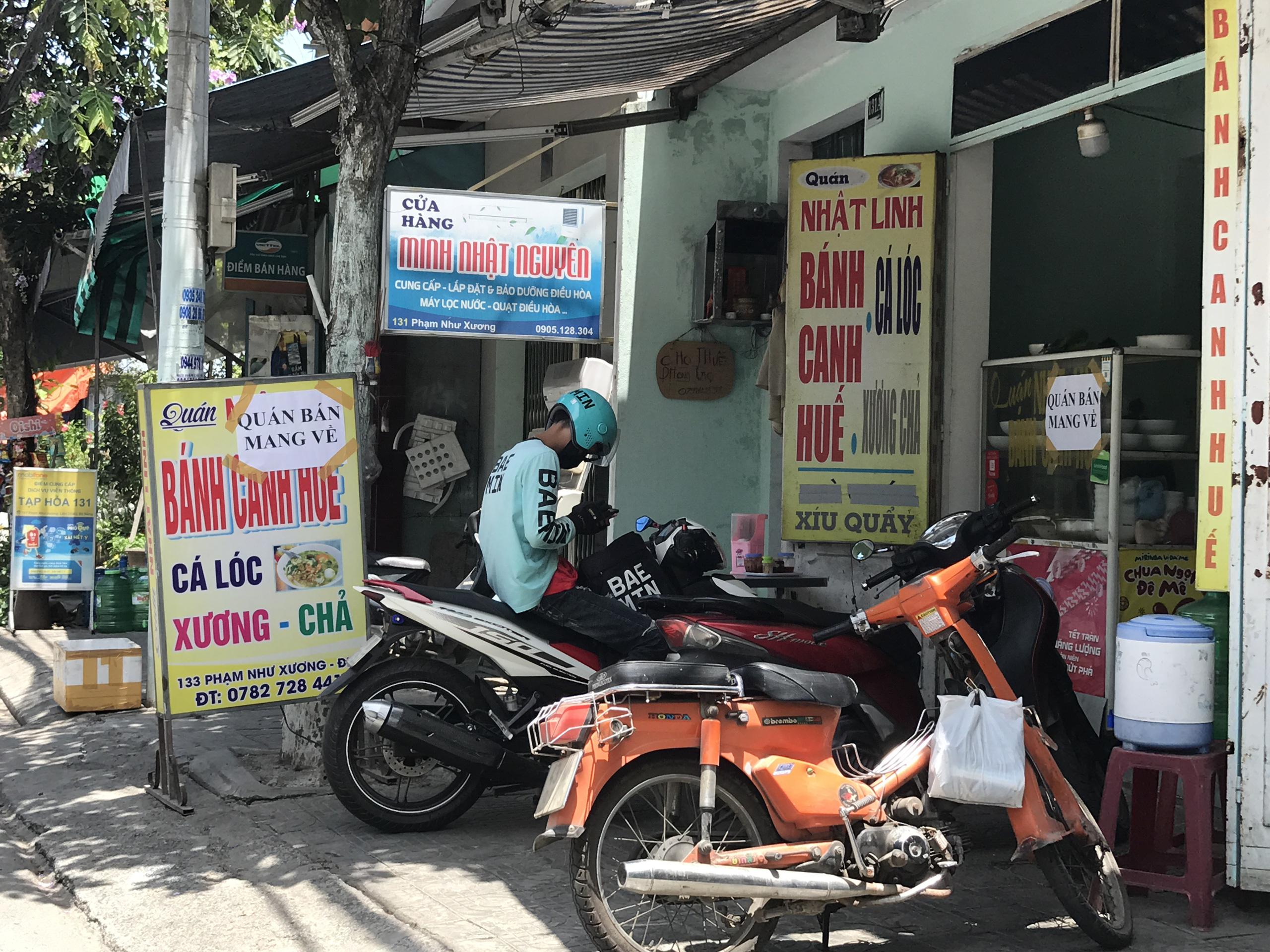 Đà Nẵng: Hàng quán nghiêm chỉnh treo bảng bán mang về, thậm chí đóng cửa để phòng chống dịch Covid-19 - Ảnh 6.