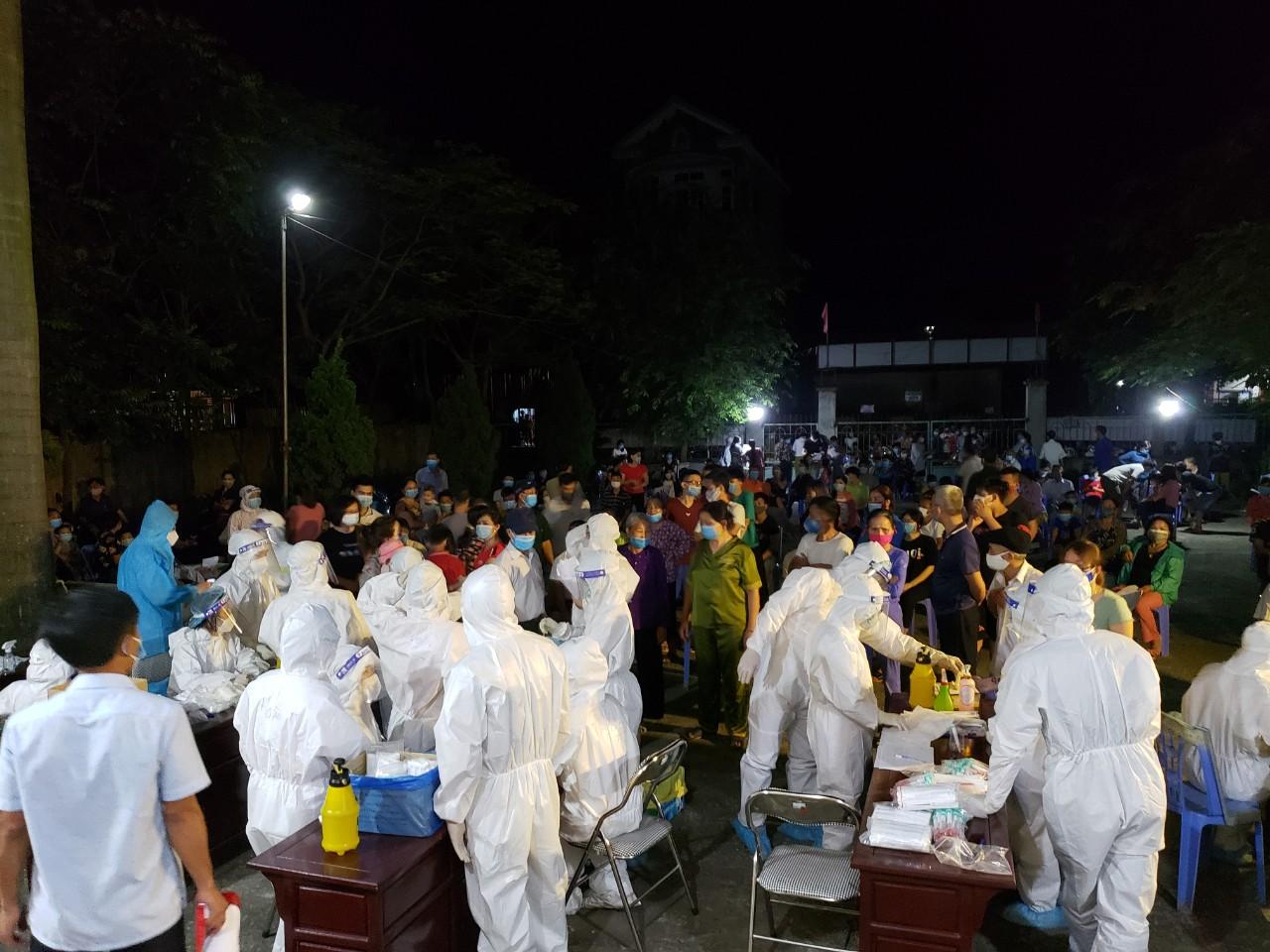 Bắc Ninh: 29 ca mắc Covid-19, xét nghiệm xuyên đêm cho hơn 15.000 dân ở xã Mão Điền - Ảnh 2.