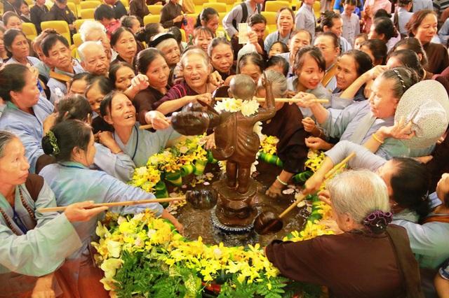 Bộ Nội vụ đề nghị các tổ chức tôn giáo tạm dừng hoạt động tập trung đông người - Ảnh 2.