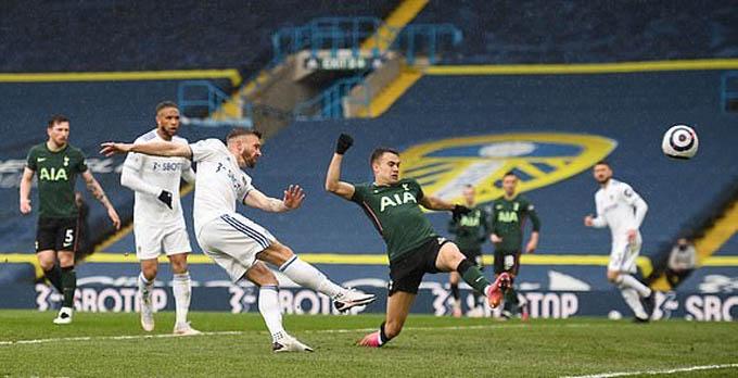 Tottenham thua sốc Leeds, HLV Mason bào chữa thế nào? - Ảnh 1.