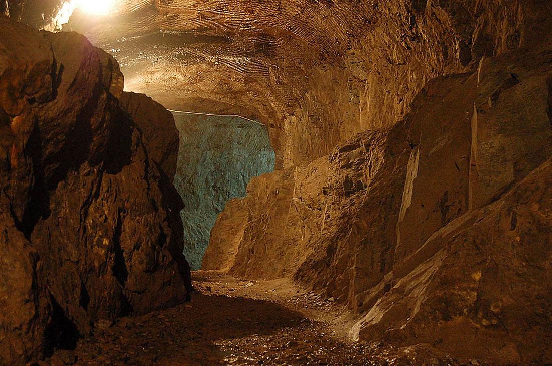 Tiết lộ bí mật cuối cùng gây chấn động của Hitler: Một khu tổ hợp ngầm 'tàng hình' nằm sâu trong vách núi - Ảnh 5.