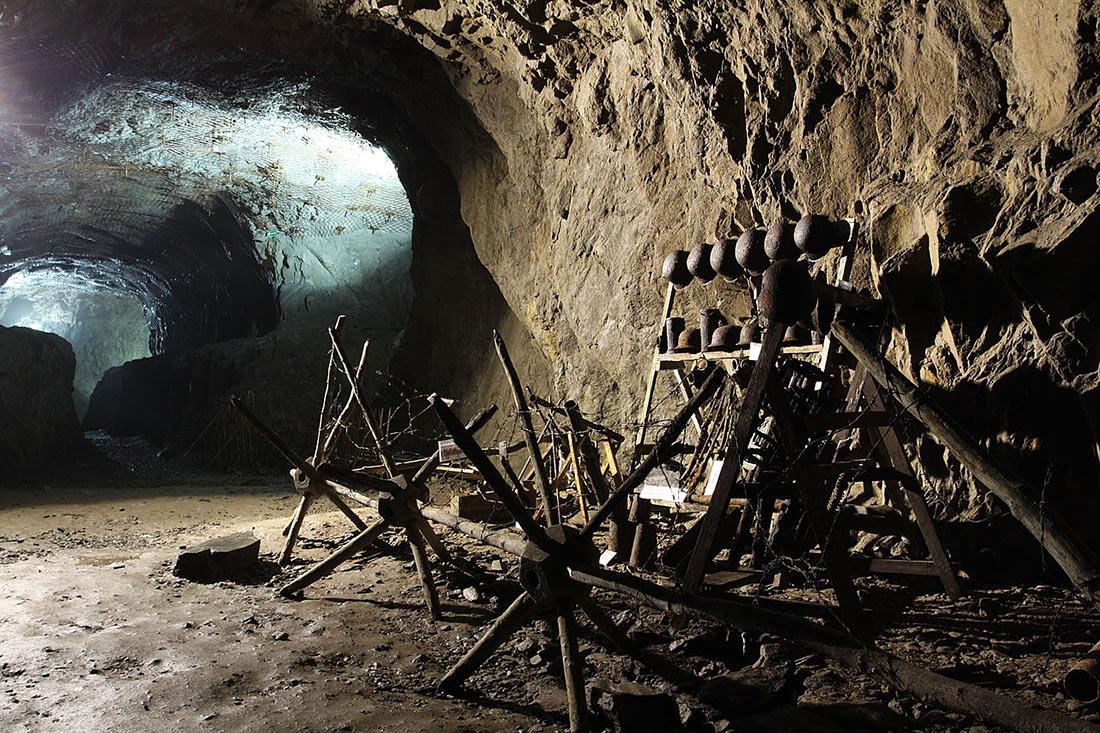 Tiết lộ bí mật cuối cùng gây chấn động của Hitler: Một khu tổ hợp ngầm 'tàng hình' nằm sâu trong vách núi - Ảnh 3.