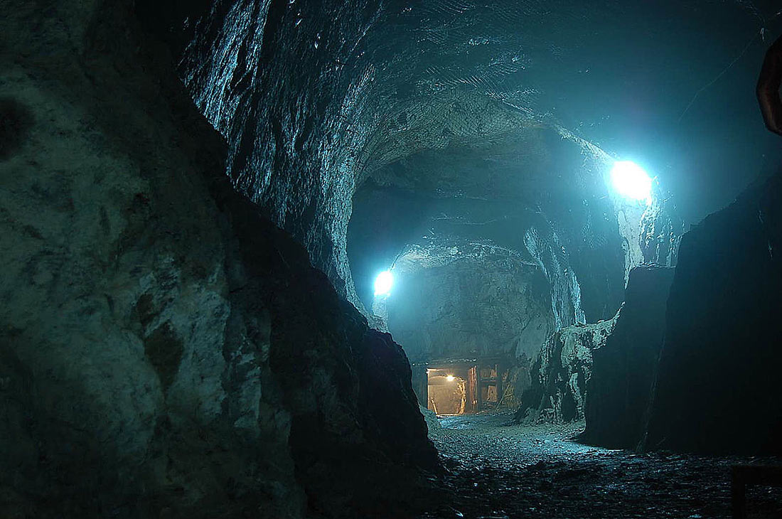 Tiết lộ bí mật cuối cùng gây chấn động của Hitler: Một khu tổ hợp ngầm 'tàng hình' nằm sâu trong vách núi - Ảnh 1.