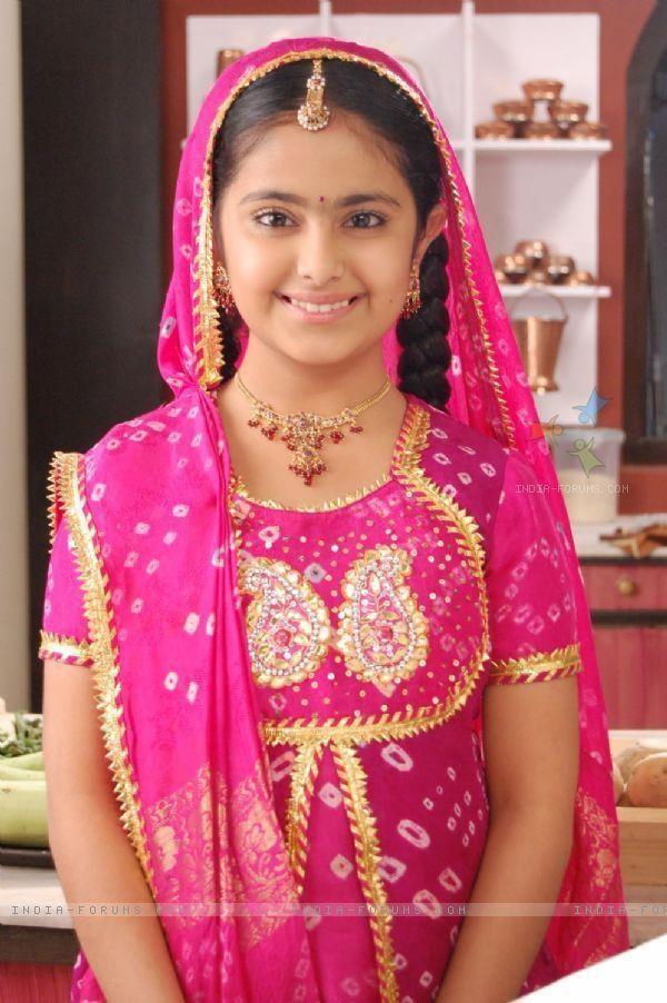 """""""Cô dâu 8 tuổi"""" Avika Gor mất người thân vì đại dịch Covid-19 tại Ấn Độ - Ảnh 1."""
