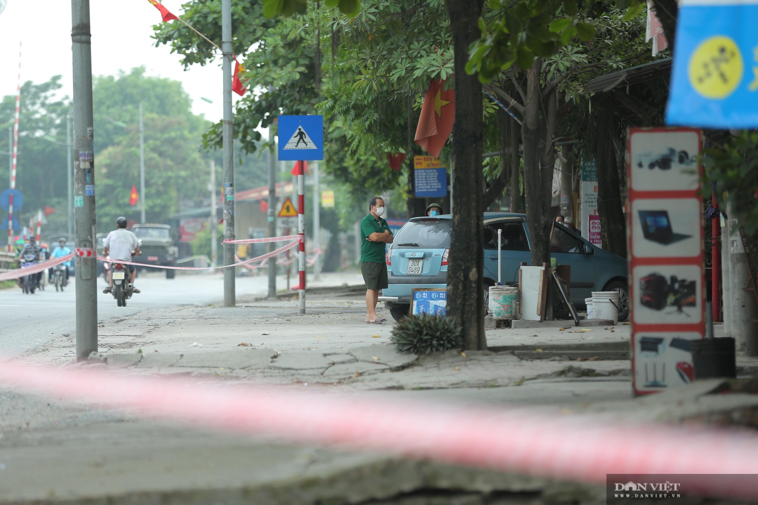 Hàng trăm hộ dân dọc quốc lộ 1A bị chằng dây phong tỏa vì dịch Covid-19 - Ảnh 3.