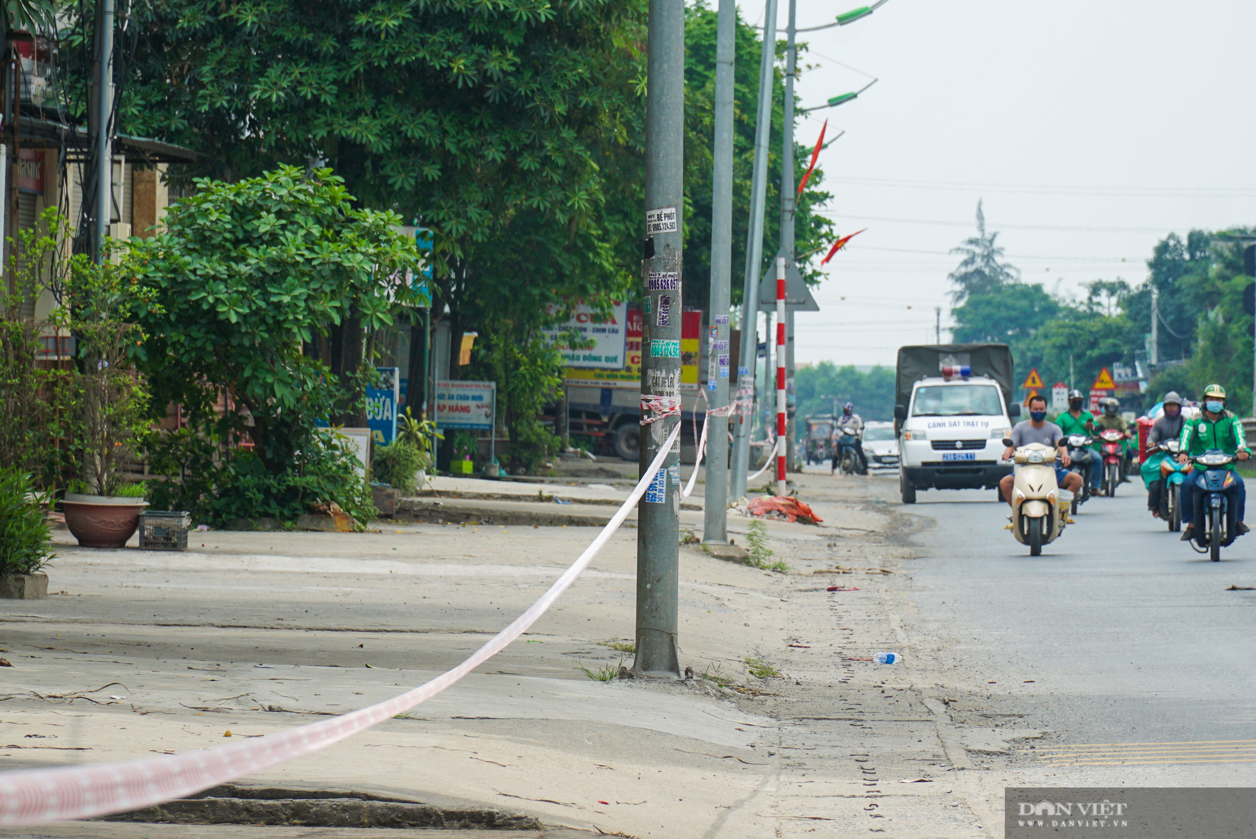 Hàng trăm hộ dân dọc quốc lộ 1A bị chằng dây phong tỏa vì dịch Covid-19 - Ảnh 4.