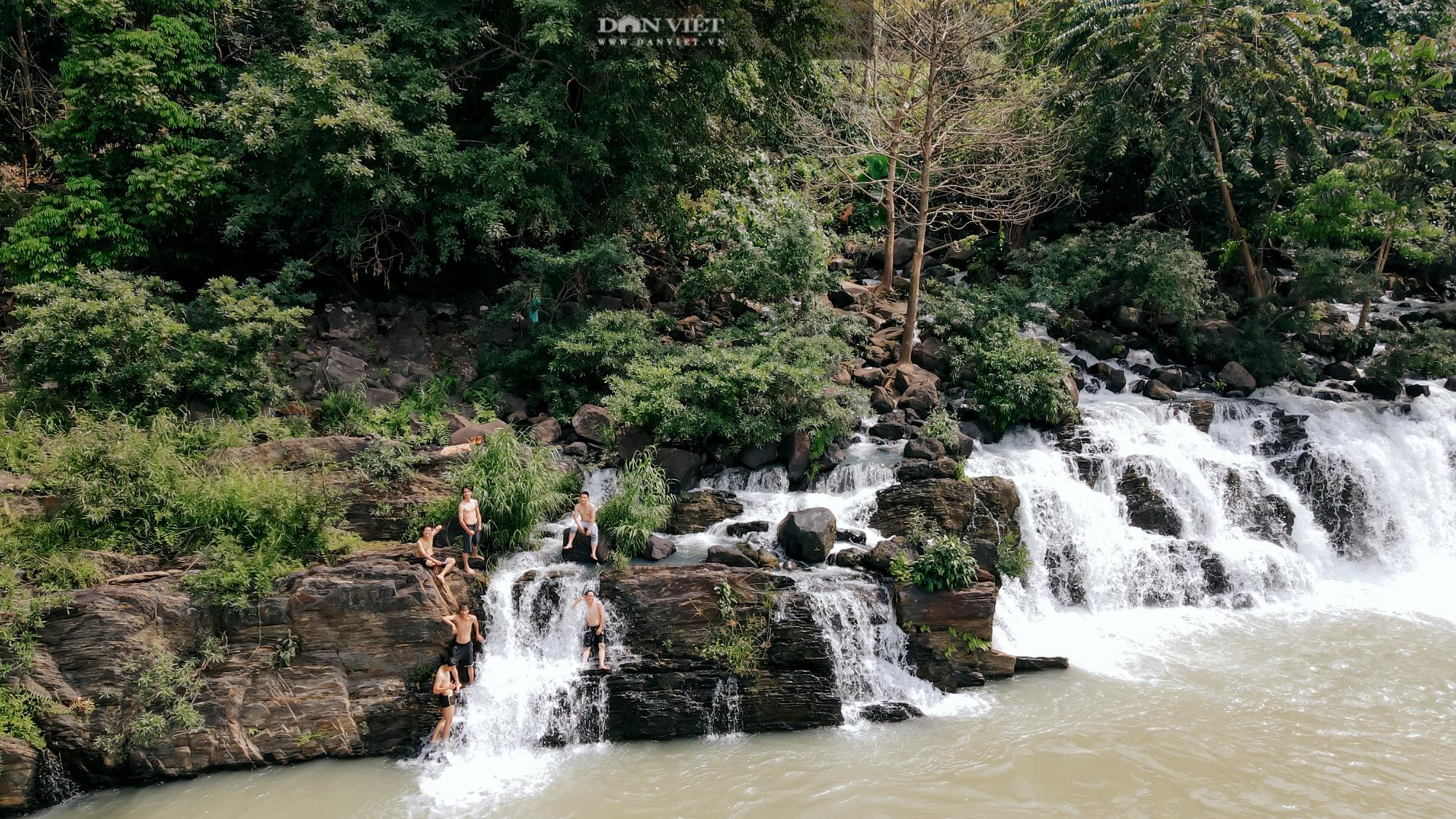 """Bị """"thôi miên"""" bởi cảnh đẹp mê hồn của cụm thác nổi tiếng nhất Đắk Nông - Ảnh 3."""