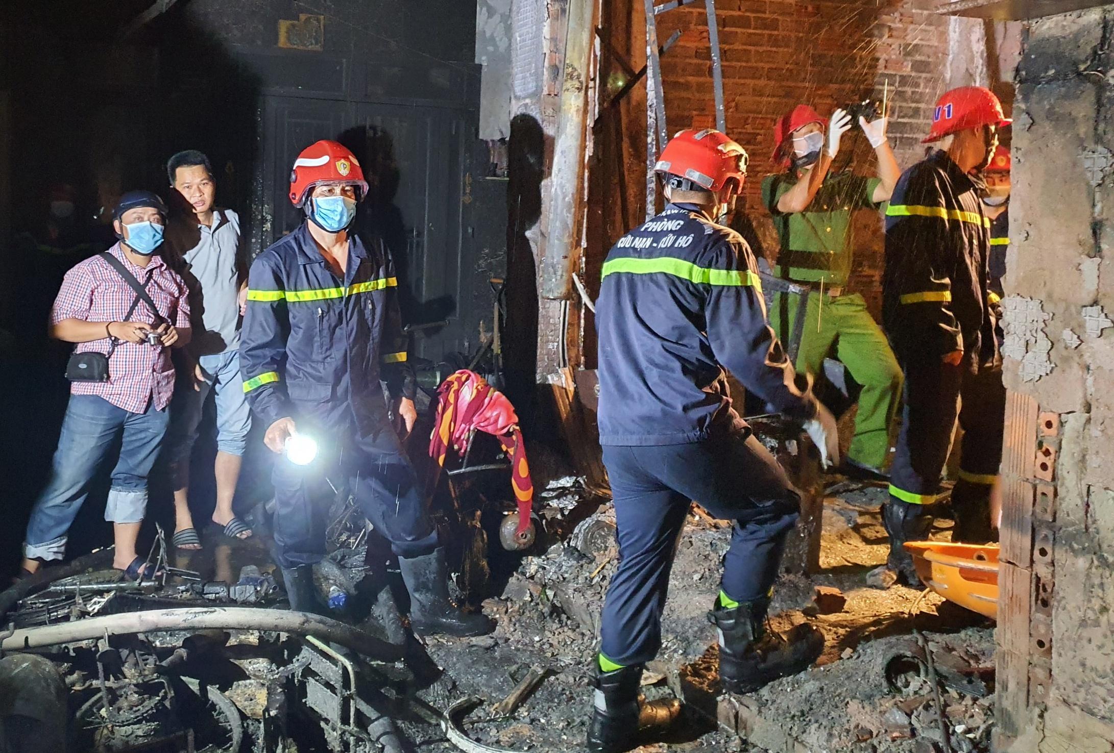 Xác định danh tính cô giáo trong vụ cháy nhà 8 người chết - Ảnh 1.