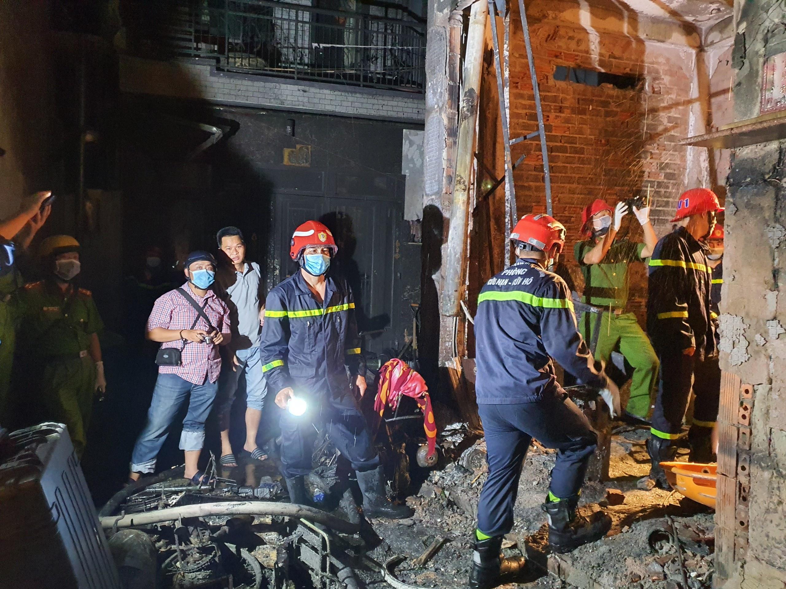 ẢNH-CLIP: Hiện trường bên trong căn nhà cháy làm 8 người chết ở TP.HCM - Ảnh 3.