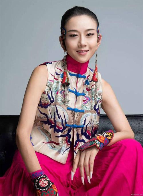 'Mai Siêu Phong' kinh điển không ăn cơm suốt 20 năm, trẻ đẹp khó tin ở tuổi ngoài 60 - Ảnh 1.