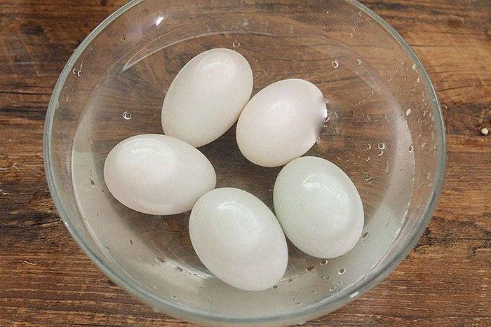Làm trứng vịt muối thơm ngon tuyệt đỉnh đừng quên gia vị này - Ảnh 4.